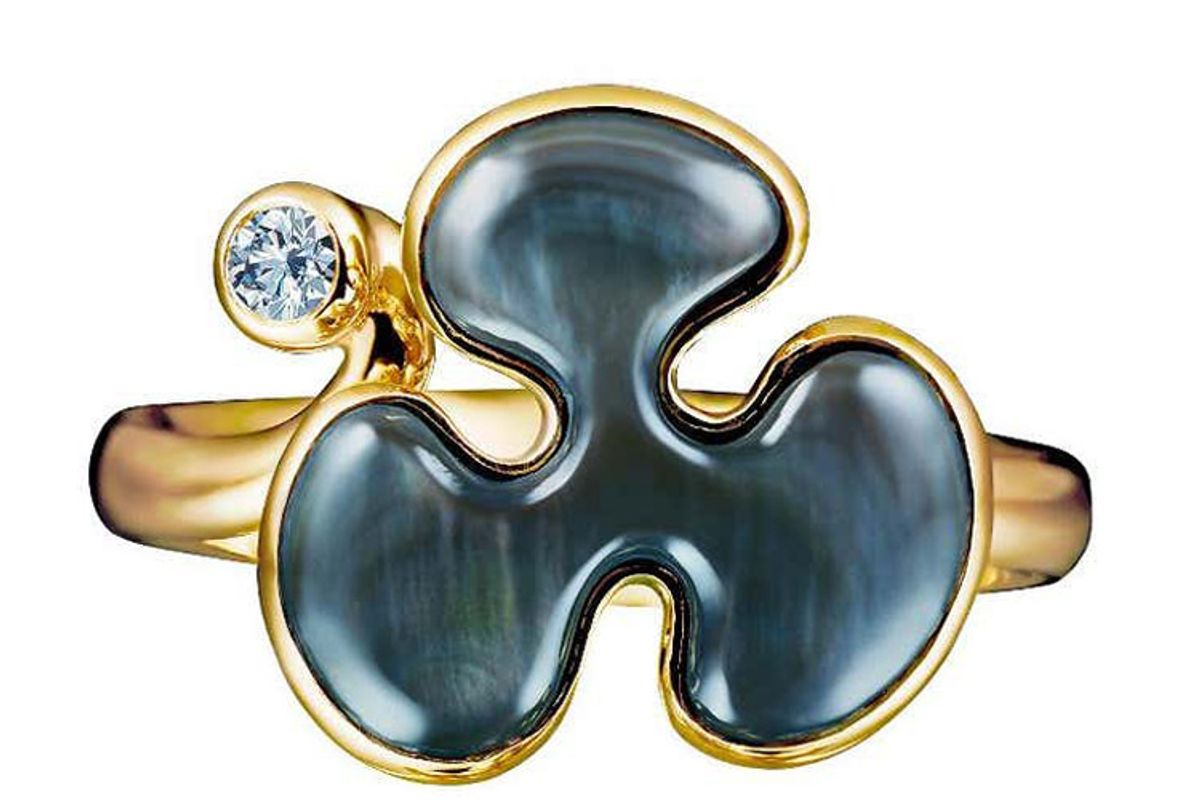 14 karat yellow gold black mother of pearl and diamond cocktail ring