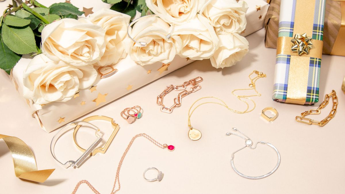 jewelry pieces to gift self during holidays