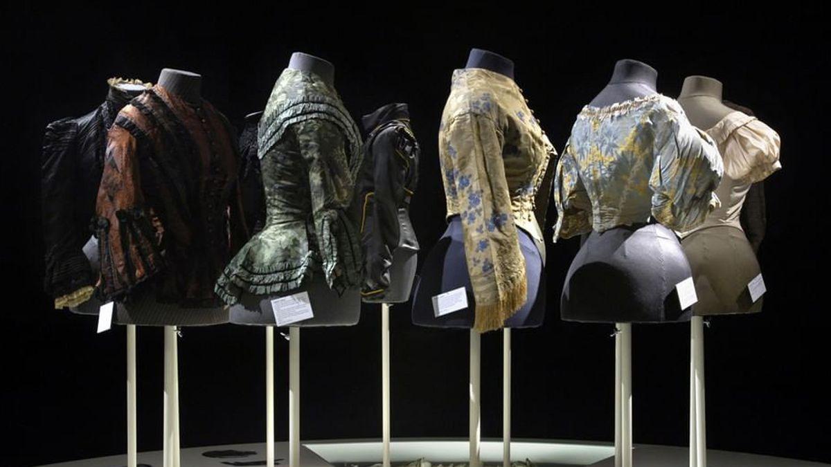 online fashion museum exhibits