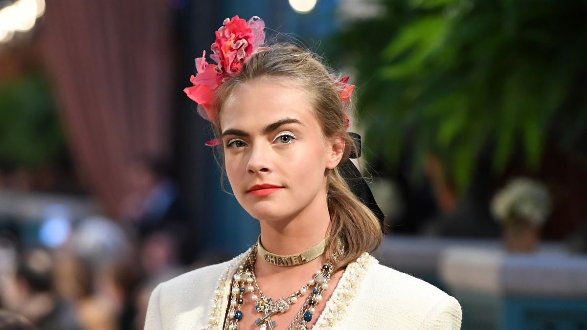 Cara Delevingne Dyed Her Hair Platinum Blonde, and It Looks So Freakin' Good