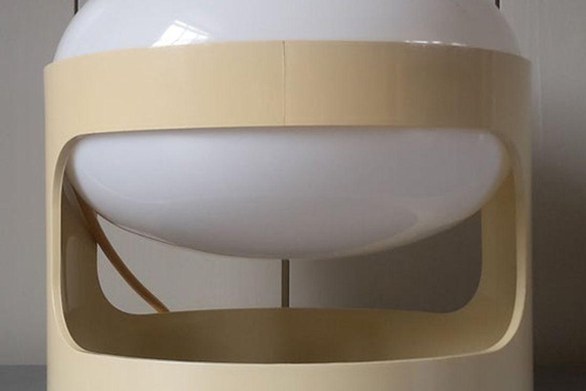 joe colombo Vintage 1960s kartell kd28 desk or table lamp designed by joe colombo contemporary design icon 60s 70s space age plastic italian lighting