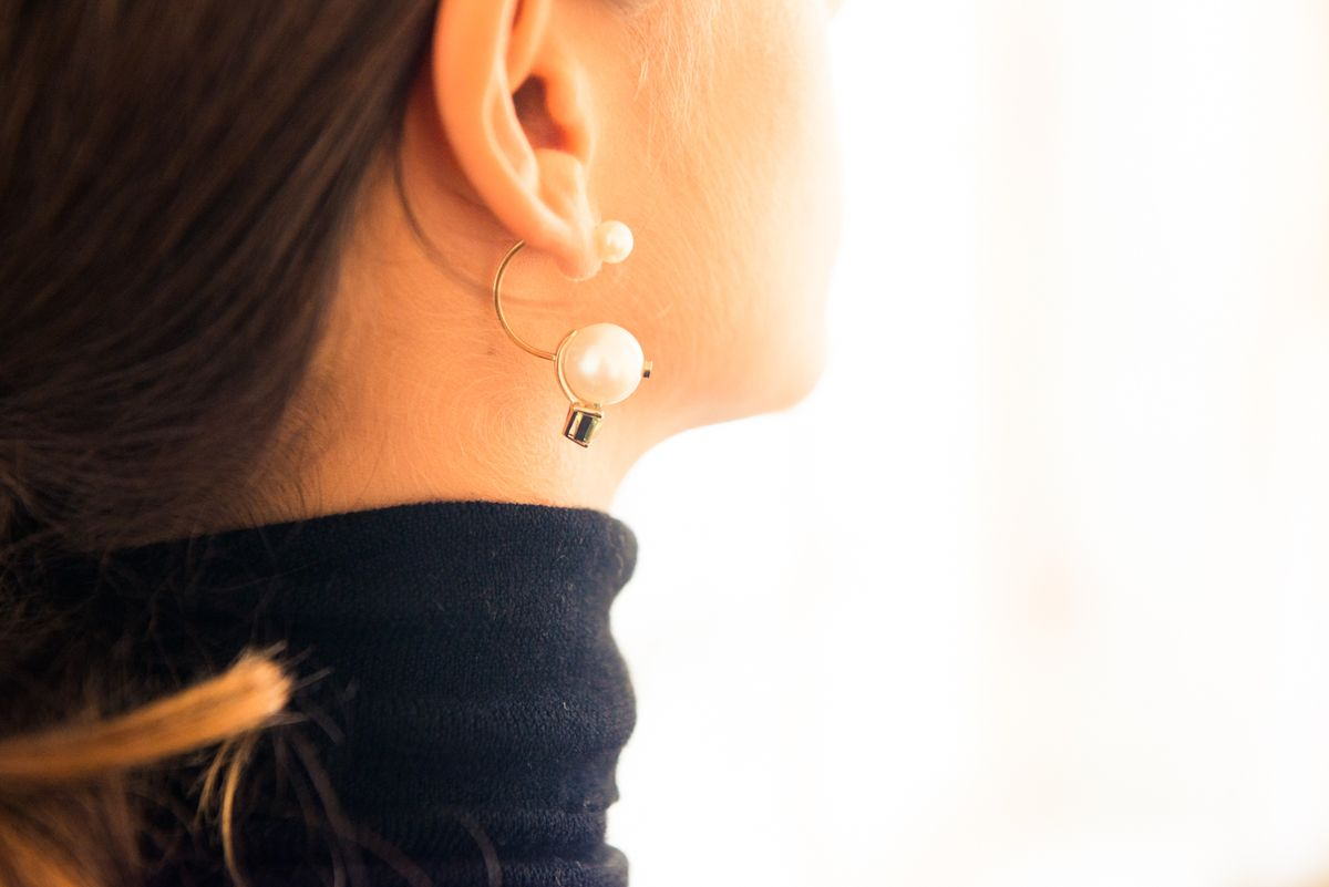 How To Pull Off a Single Earring