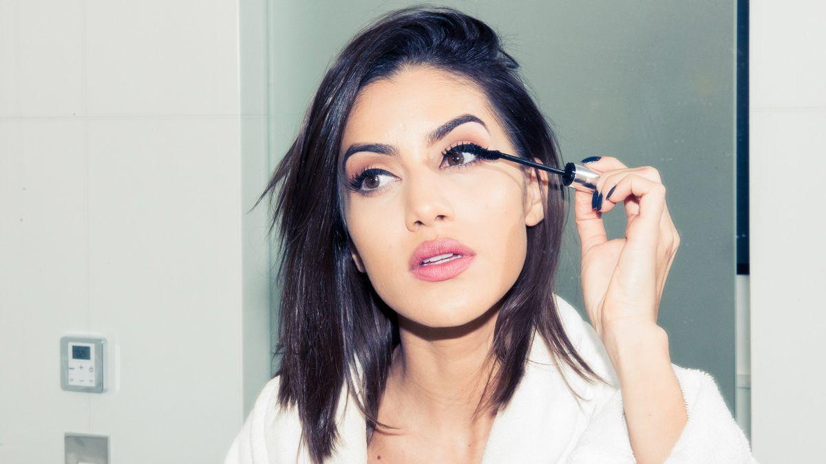 mascara hacks for longer and fuller lashes