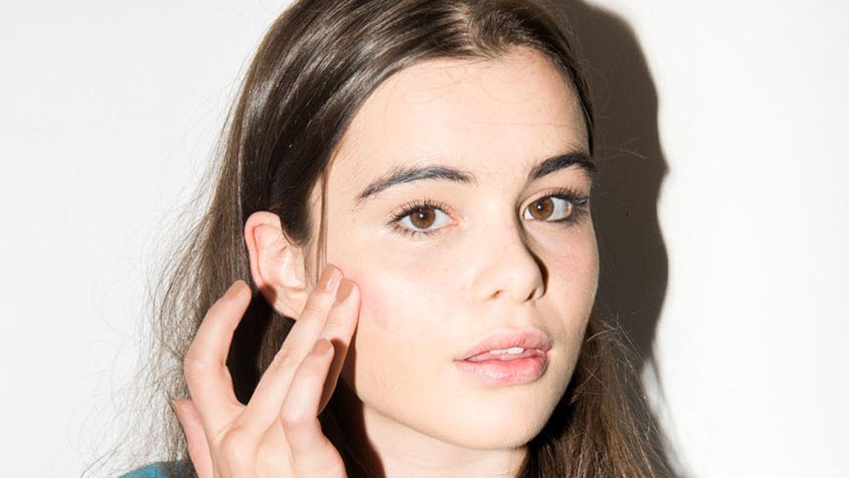 reapply sunscreen over makeup