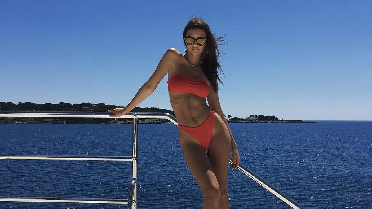 Emily Ratajkowski's Tiny Bikini Bottom Style Might Be the Look of the Summer