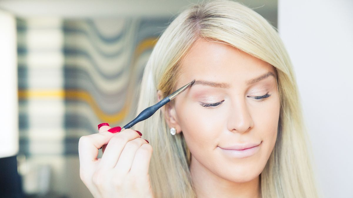 An Expert Guide to Tinting Your Brows