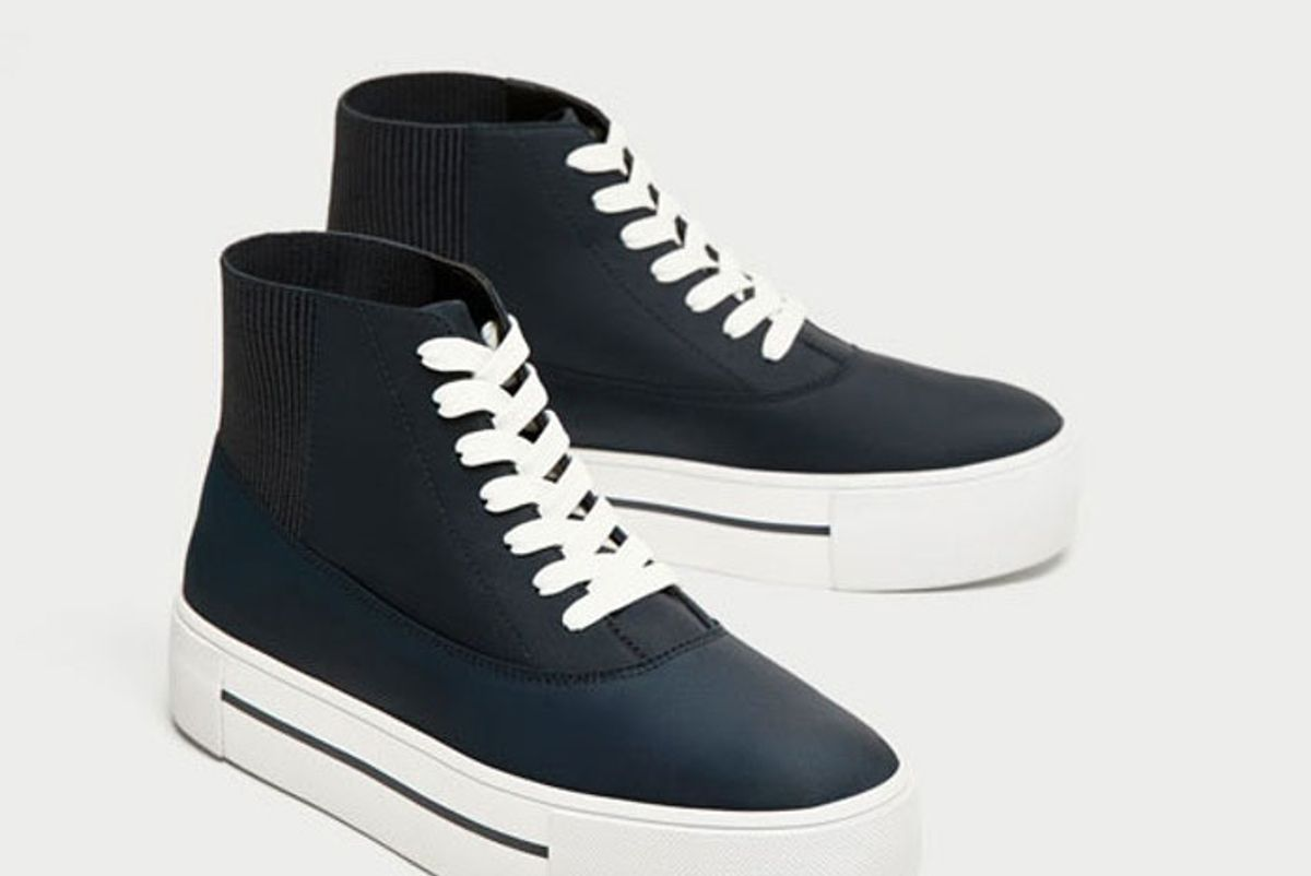 High Top Sneakers With Contrasting Sole