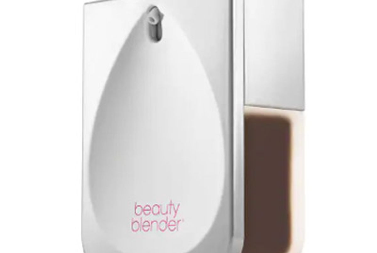 beauty blender bounce liquid whip lounge wear foundation