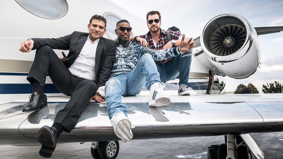 I Rode on a Private Jet with Jamie Foxx and He Was Surprisingly Chill