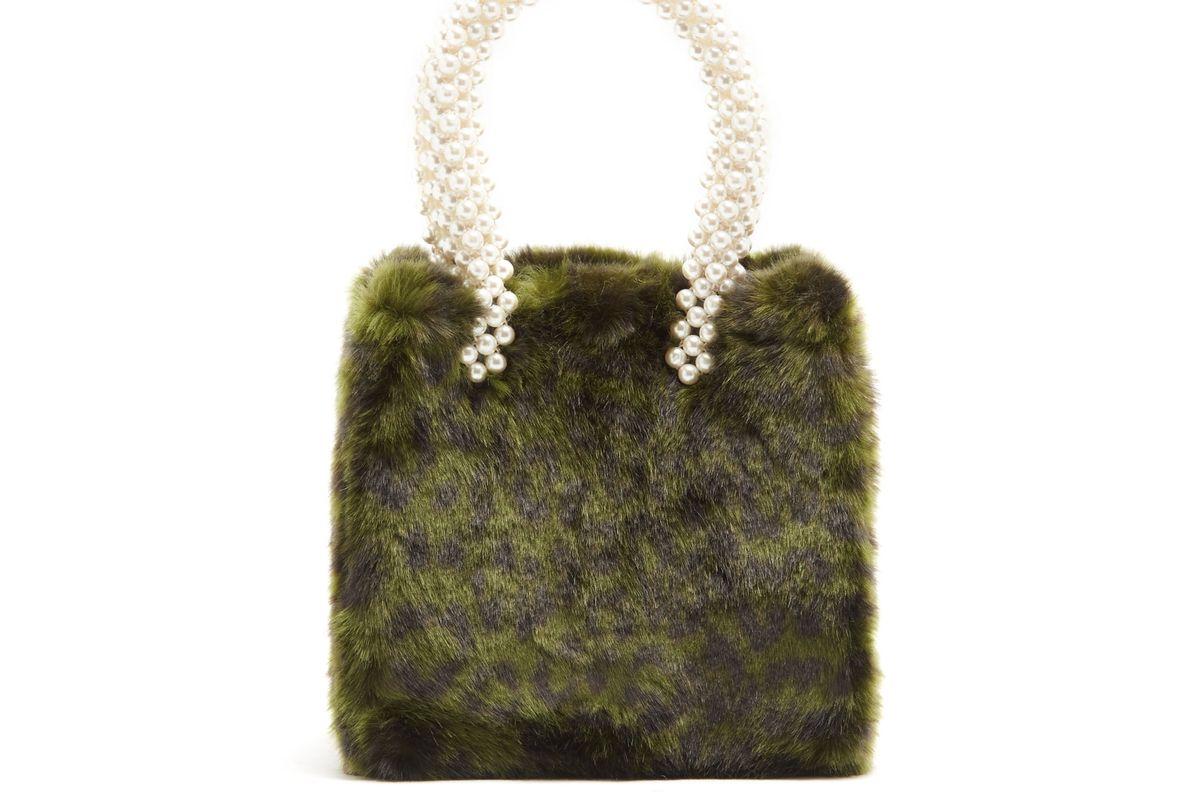 Una leopard-print faux-fur bag