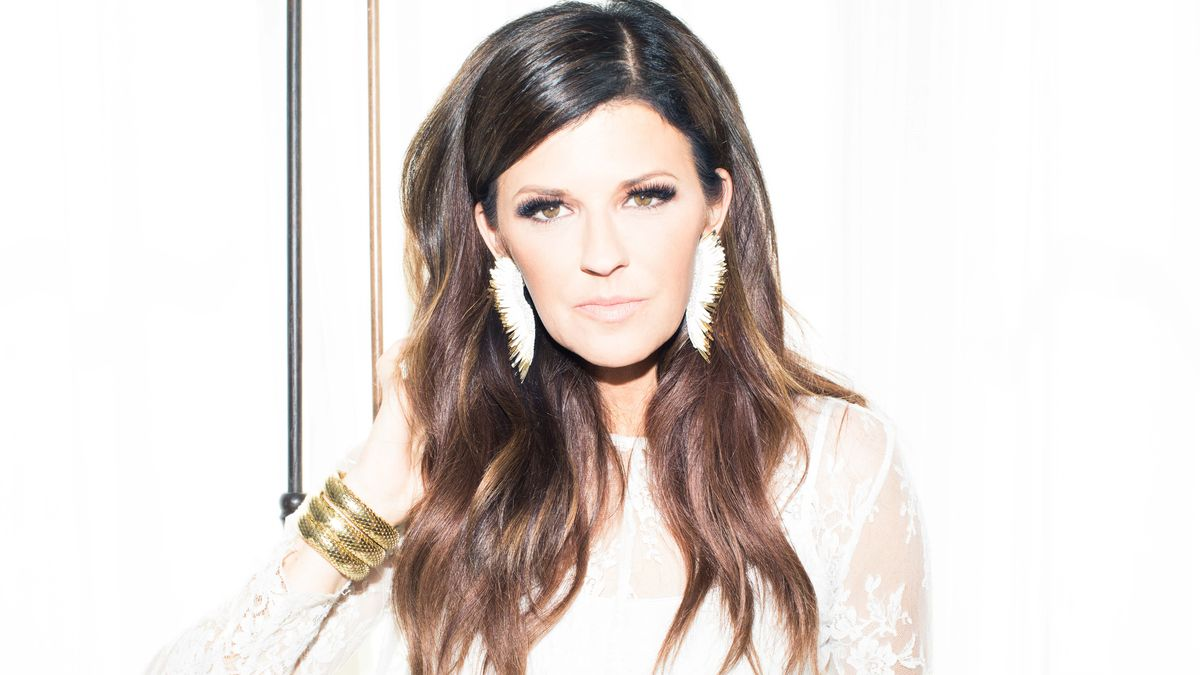 Little Big Town's Karen Fairchild Likes to Drink Wine and Online Shop