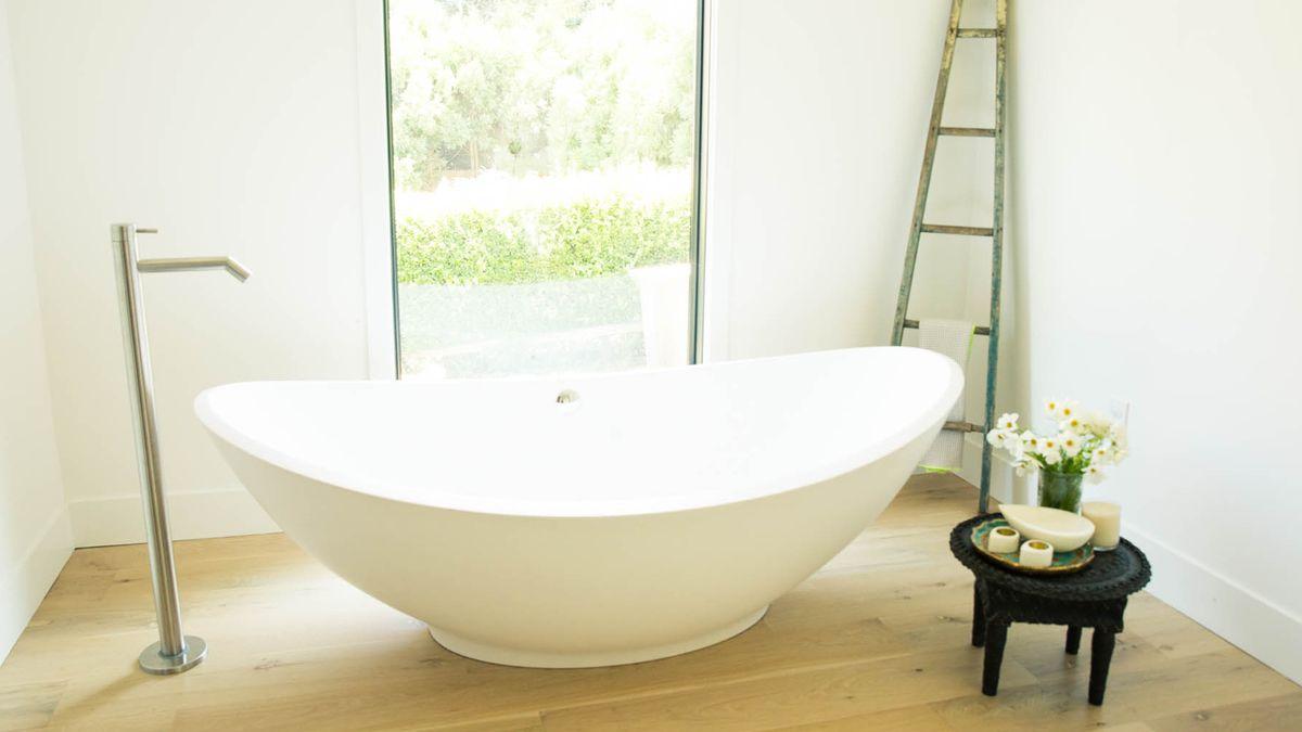 6 One-Ingredient DIY Detox Baths That Really Work