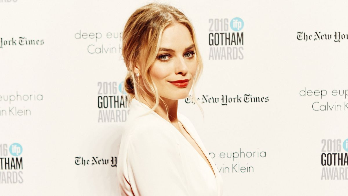 Margot Robbie on Beauty, Shower Beers, and Best Friends
