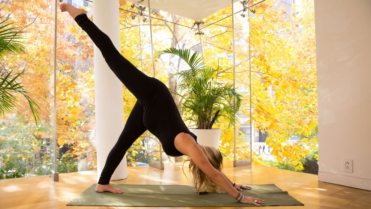 A Relaxing Yoga Routine You Can Do While Pregnant