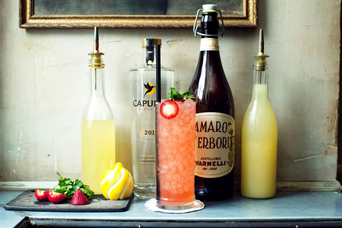 The Strawberry Cocktail You'll Want To Sip All Weekend Long