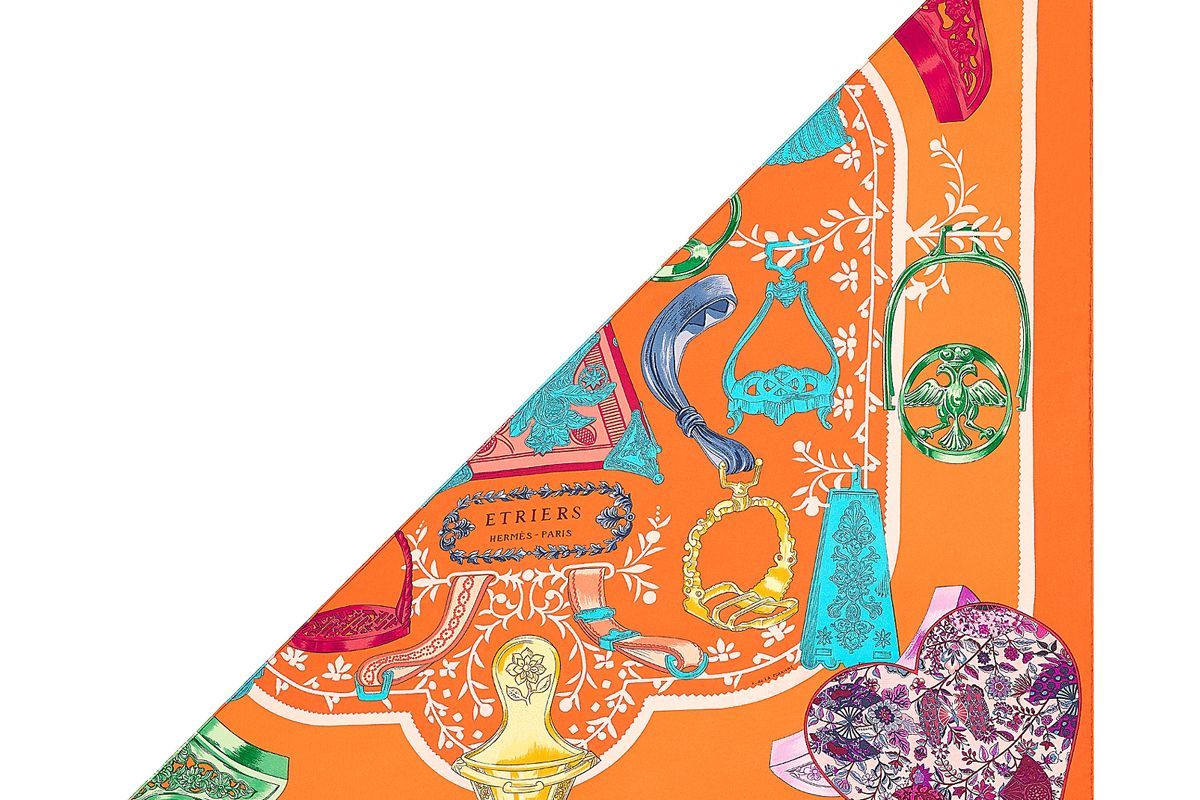 hermes etriers remix application coeur triangle scarf