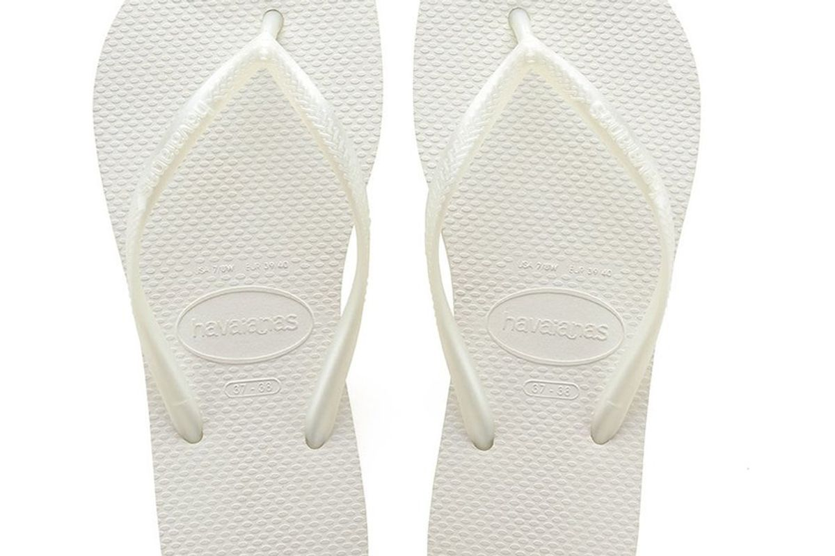havianas slim flip flops white
