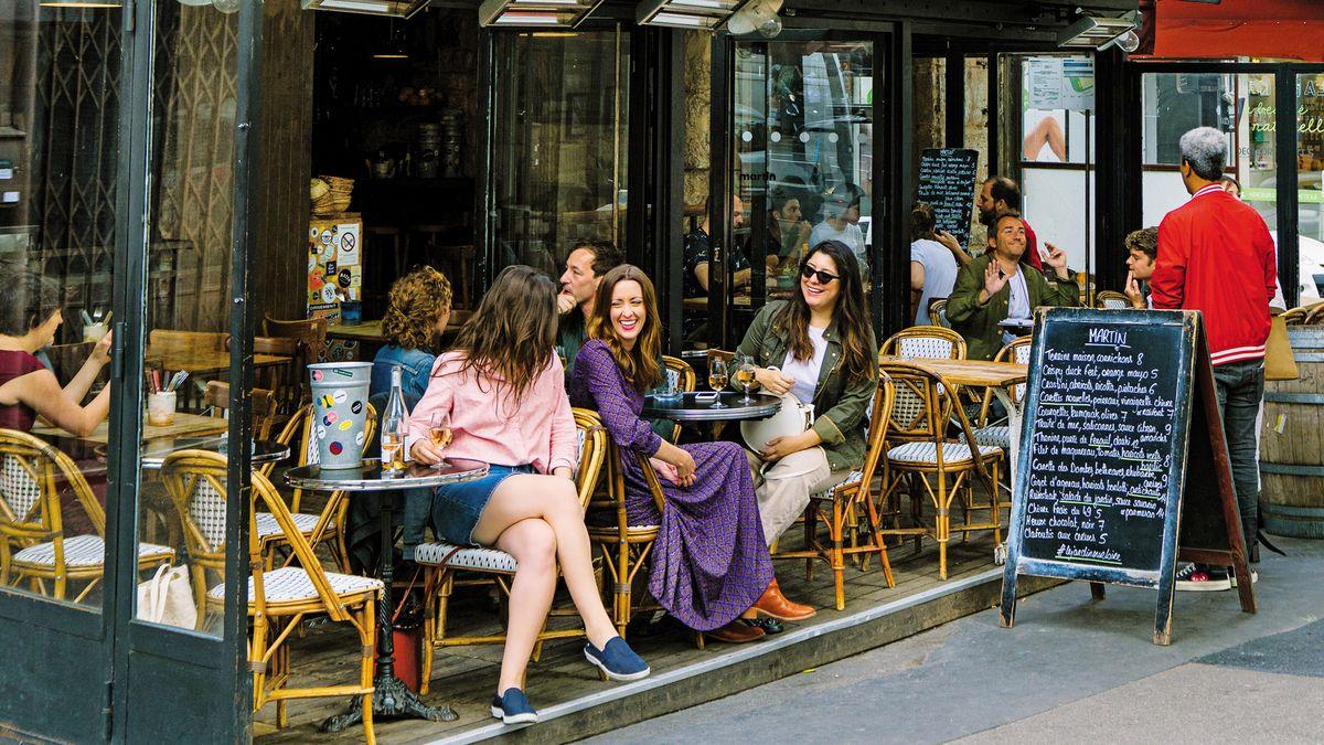 modern parisian women