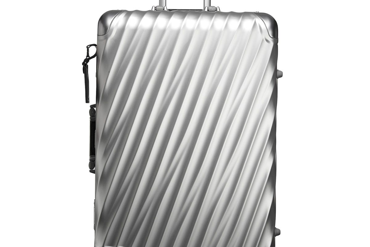 19 Degree Short Trip Packing Case in Silver