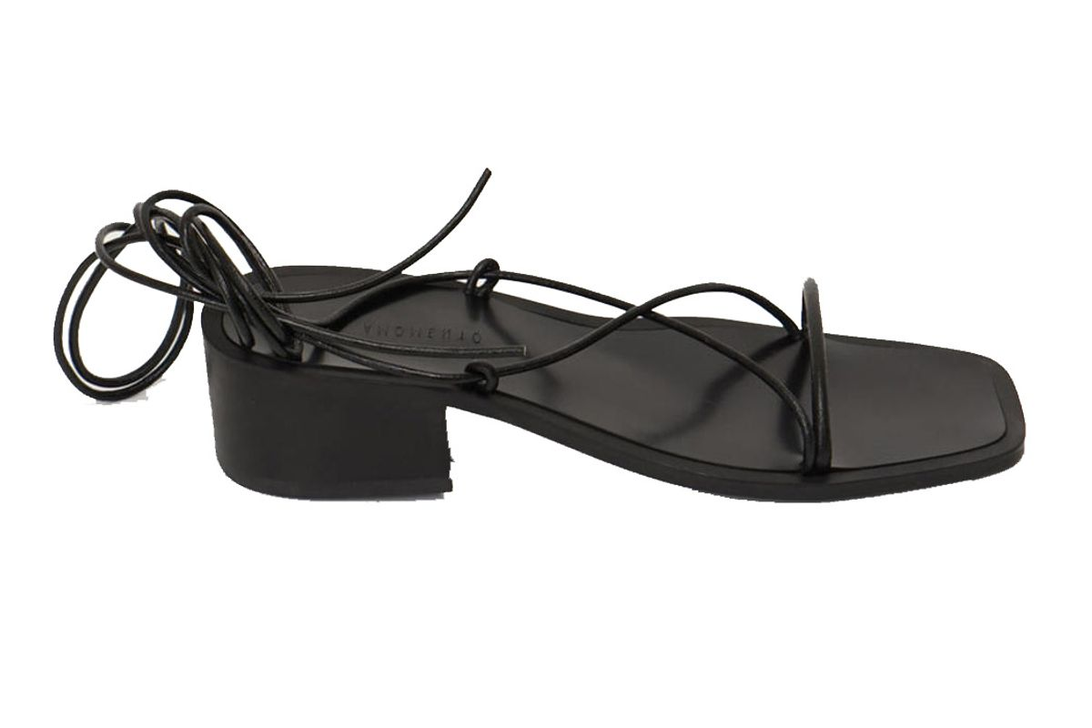 amomento leather string sandal