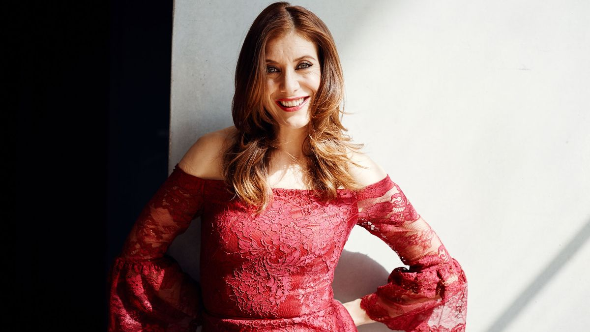 """Kate Walsh Travels with Her Own Personal """"Water Cooler"""""""