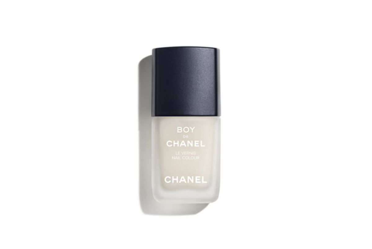 chanel boy de chanel nail colour