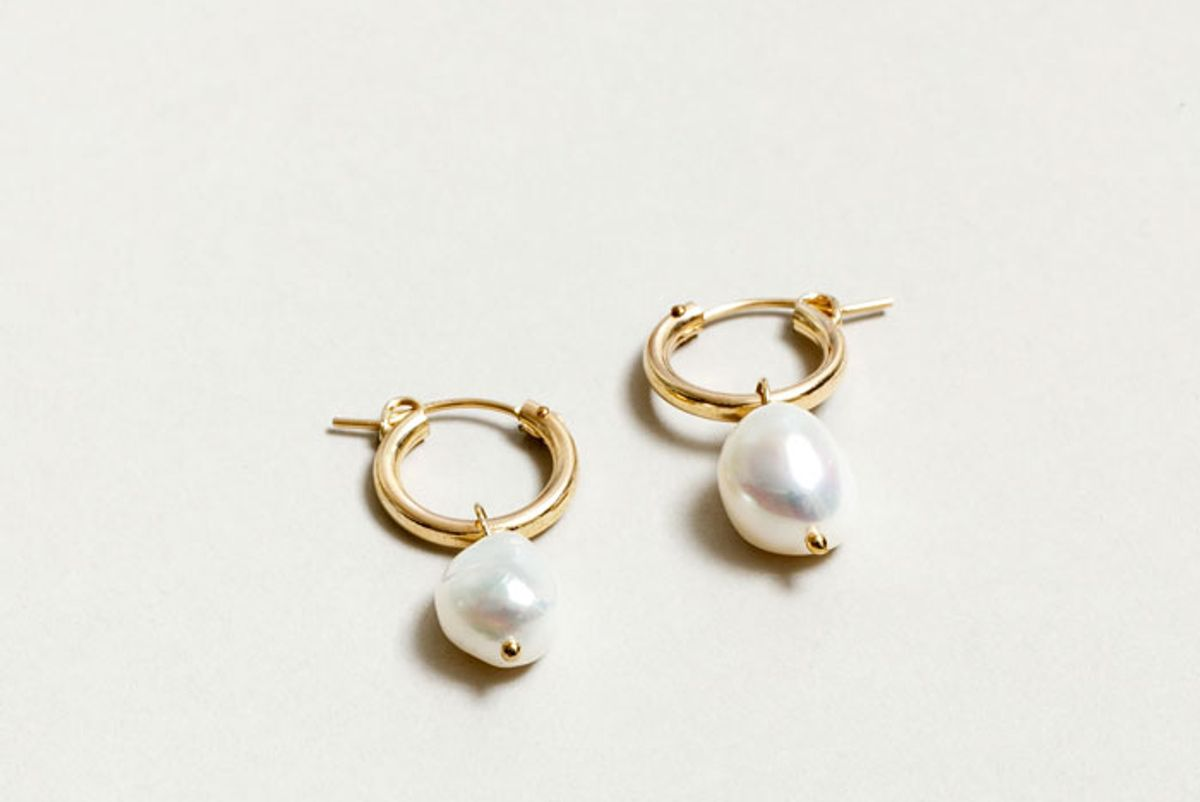 wolf circus small pearl hoops gold