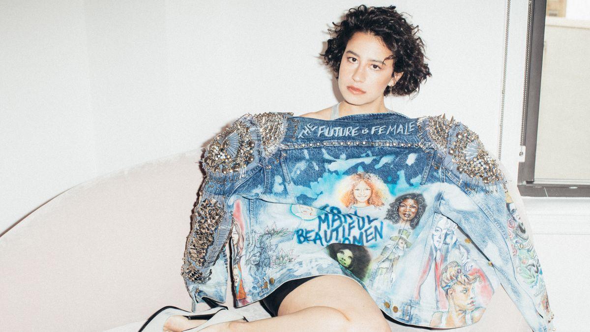 Ilana Glazer's Jacket Holds a Big Hint about Broad City Season 4