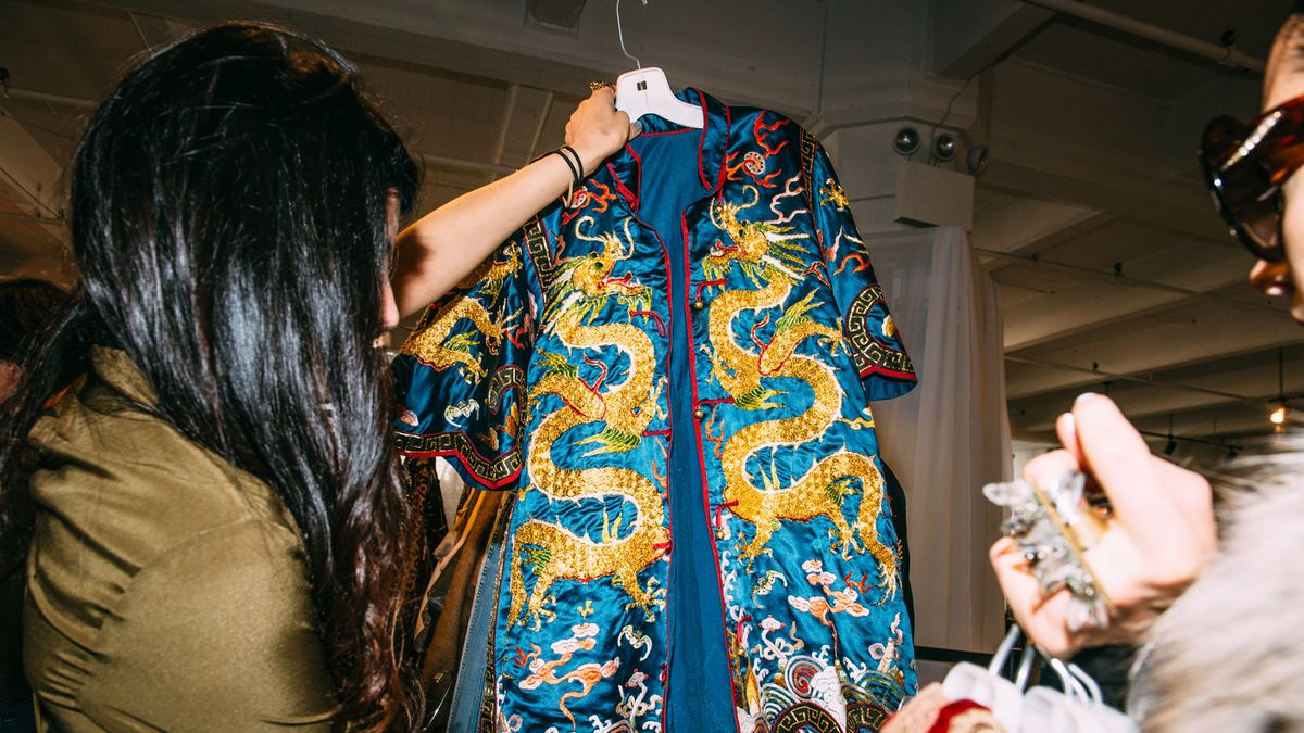 6 Tips for Thrifting Like a Fashion Editor