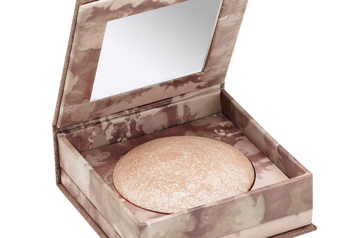 Shimmering Powder For Face And Body