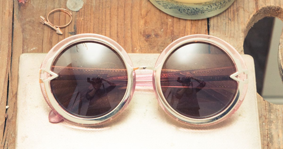 How to Pick Flattering Sunglasses in 60 Seconds