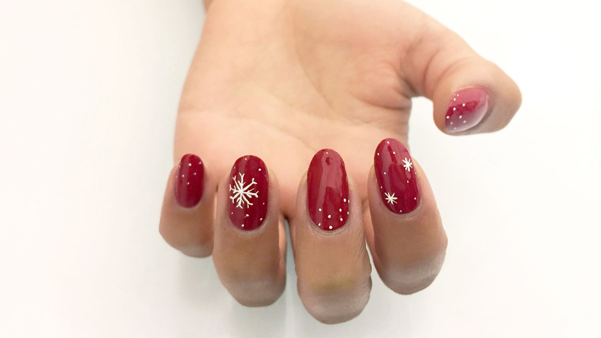 7 Holiday Nail Art Looks That Are Chic, Not Cheesy