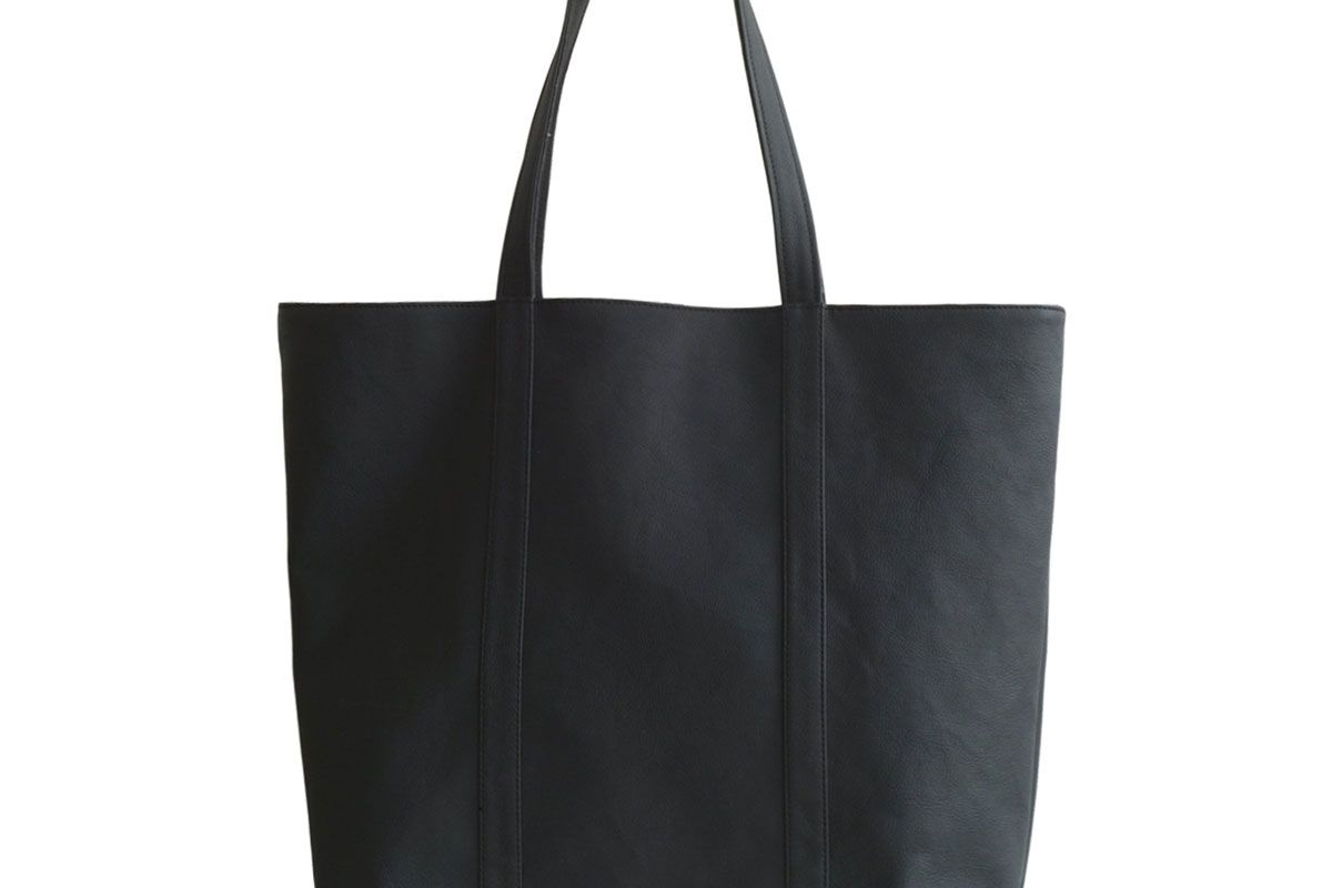 kind style shop java apple leather tote in black