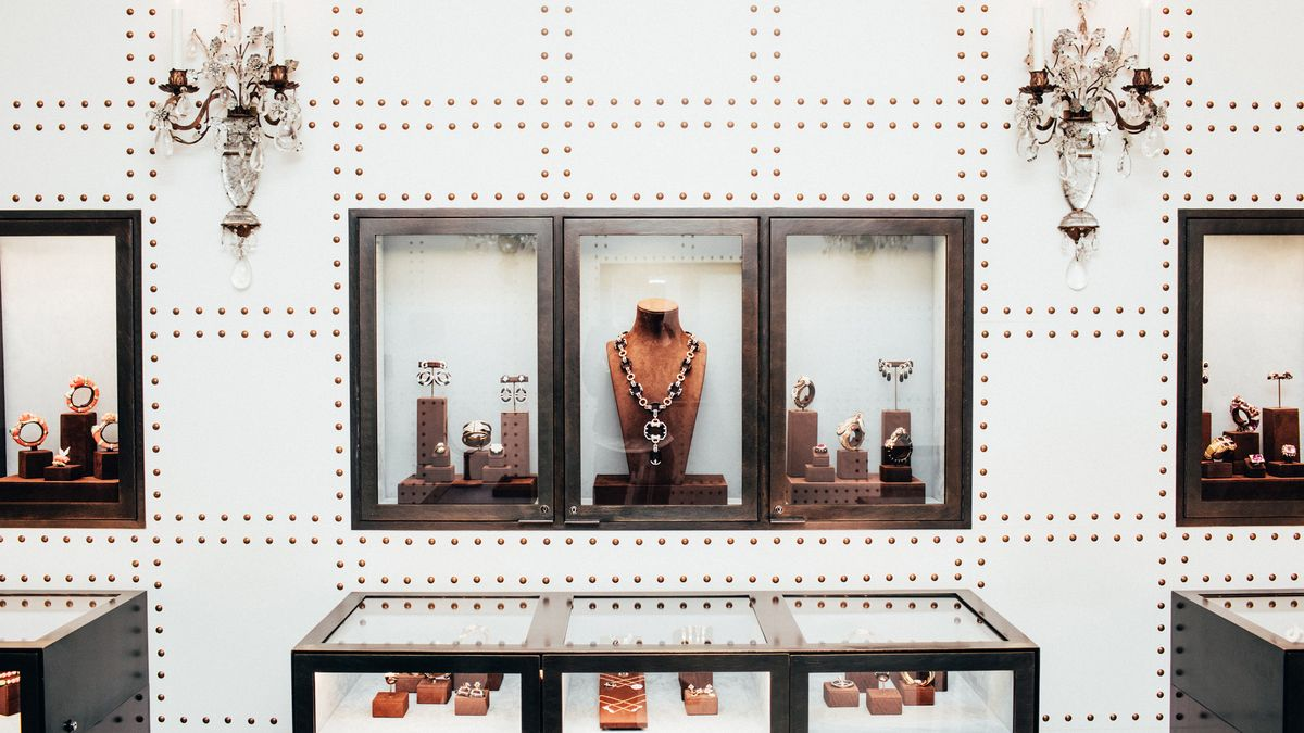 One of Elizabeth Taylor's Favorite Jewelry Houses Let Us Inside Their Workshop