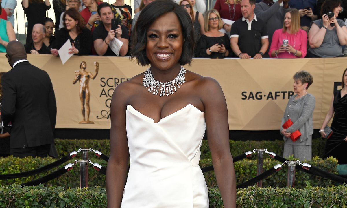 Viola Davis' Must-Have Red Carpet Bag Item Is Genius