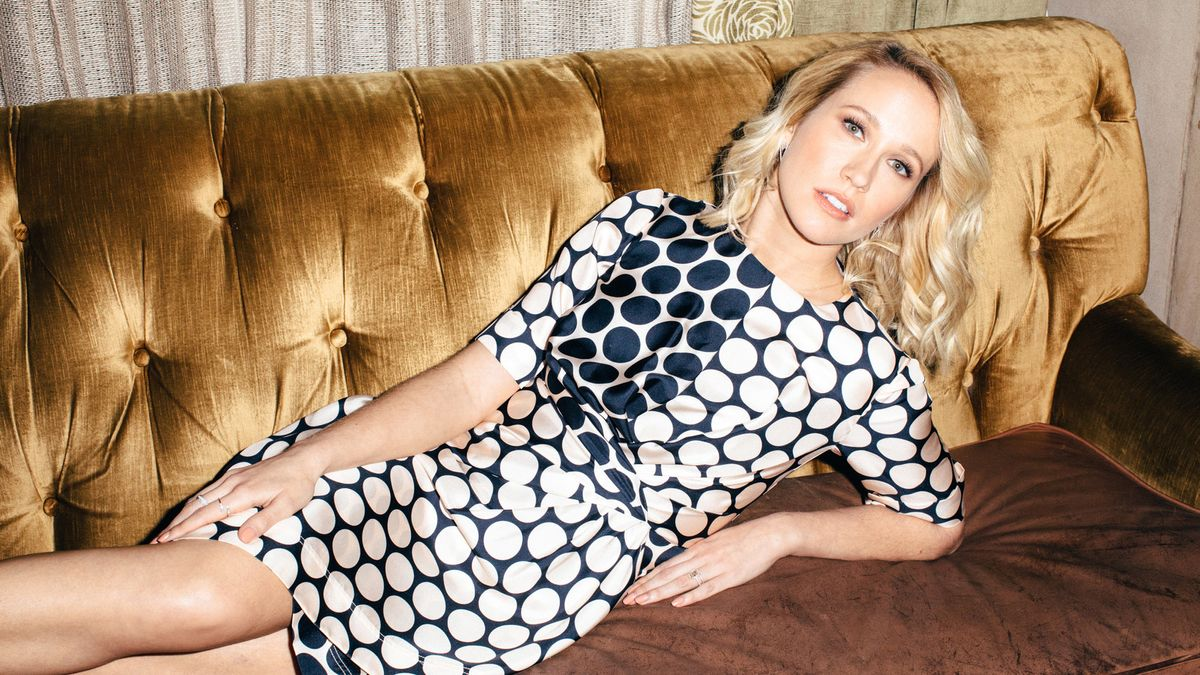 """Pitch Perfect's Anna Camp Is Done Playing the """"Uptight Blonde"""""""