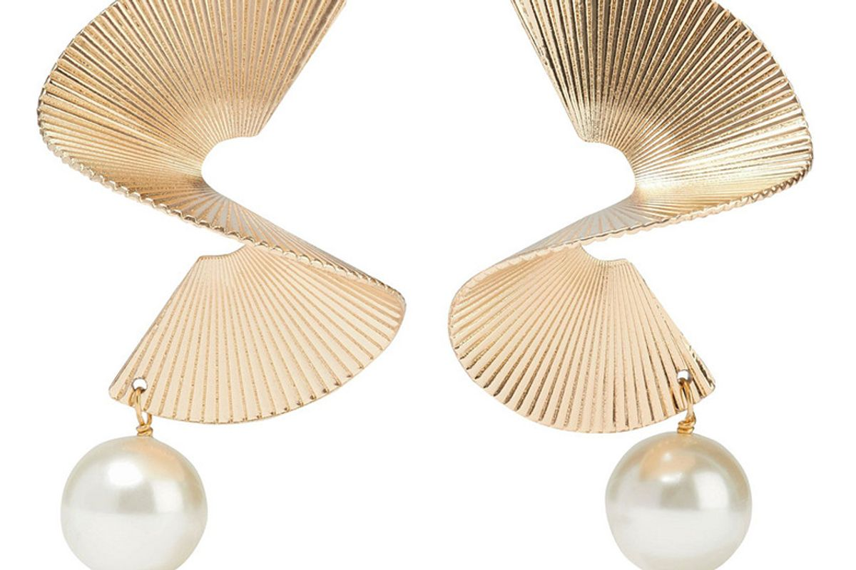 iris and ink torny 18 karat gold plated swarovski pearl earrings