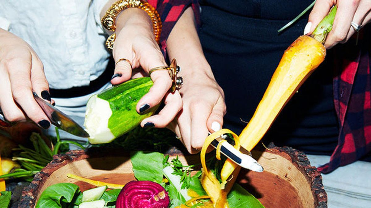 How to Eat Healthy at Your Super Bowl Party