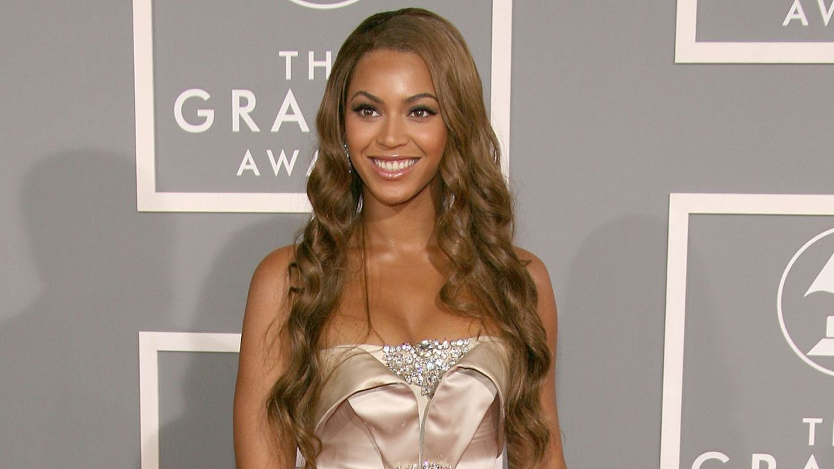 Can You Make It Through These Throwback Grammy Looks Without Cringing?
