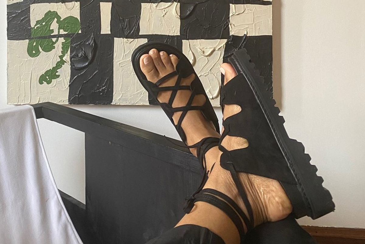 sincerely tommy chunk black vegan suede sandals