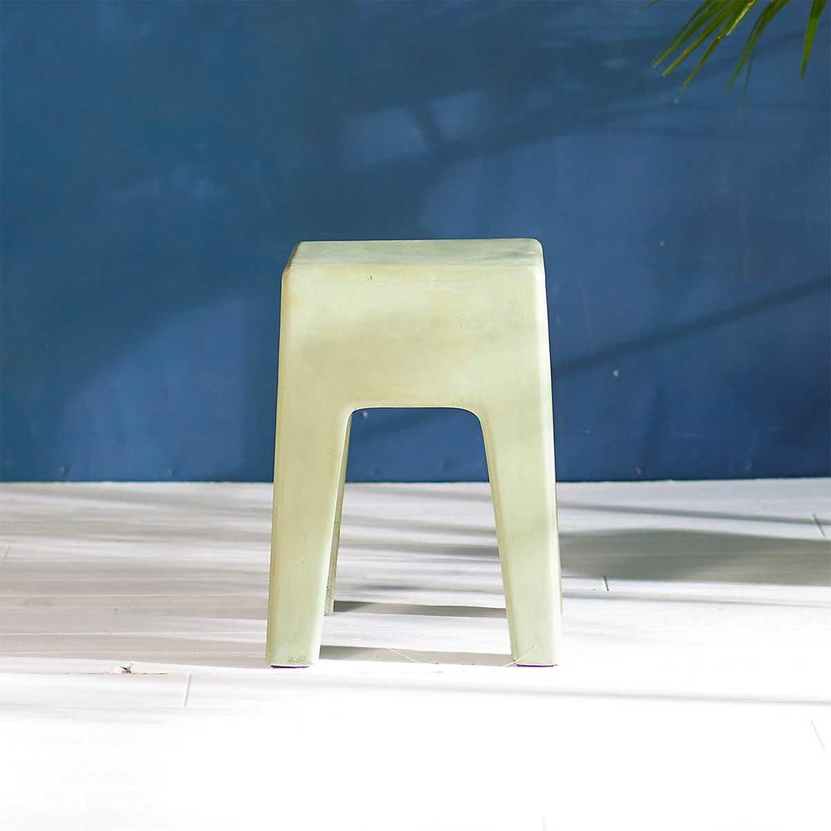 terrain concrete side table