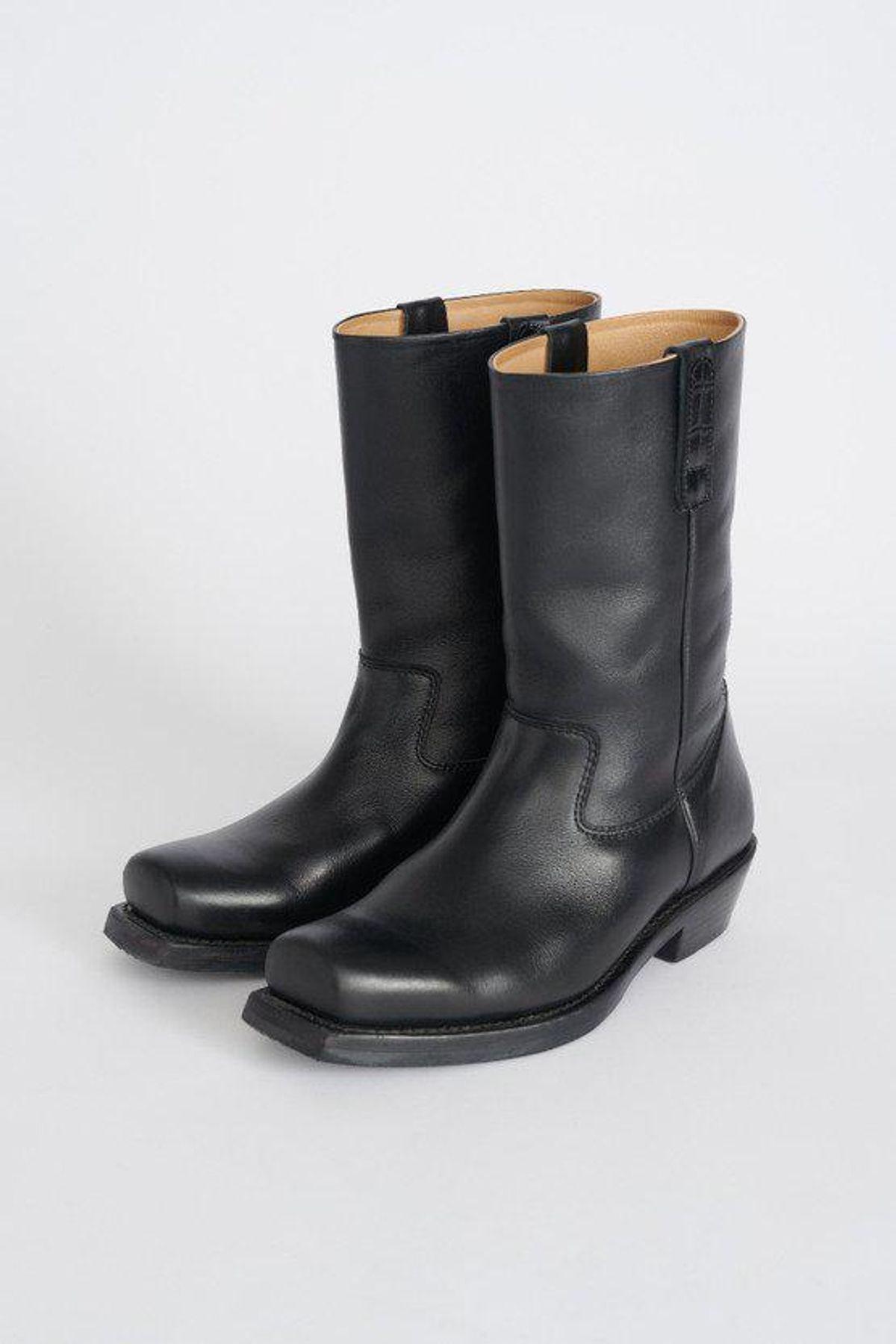 Flat Toe Boot
