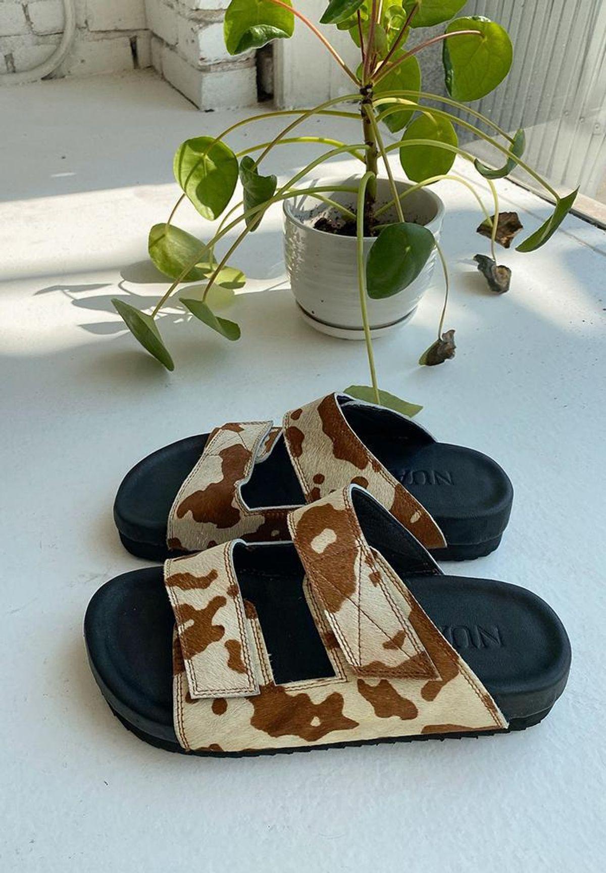 Contrast Thread Cowhide Sandal