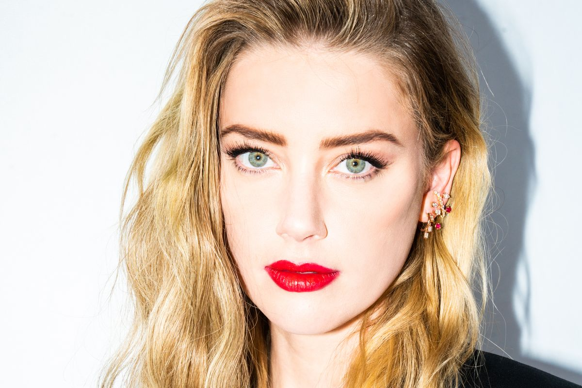 Amber Heard Blares Lil Wayne in the Car Before a Red Carpet & Can't Do Her Own Hair