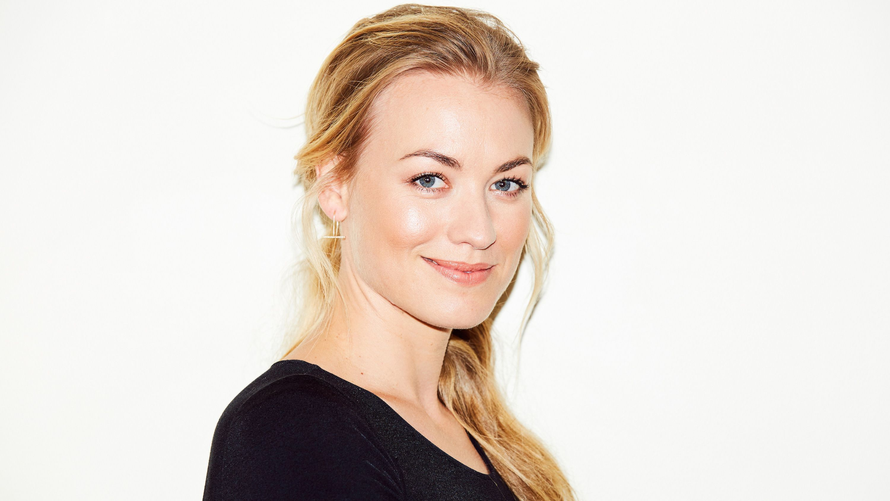 The Handmaid's Tale's Yvonne Strahovski Made Me Believe in Ghosts