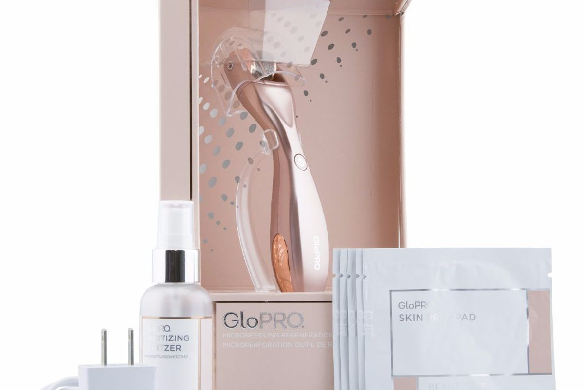 Limited-Edition Rose Gold Microneedling Regeneration Tool