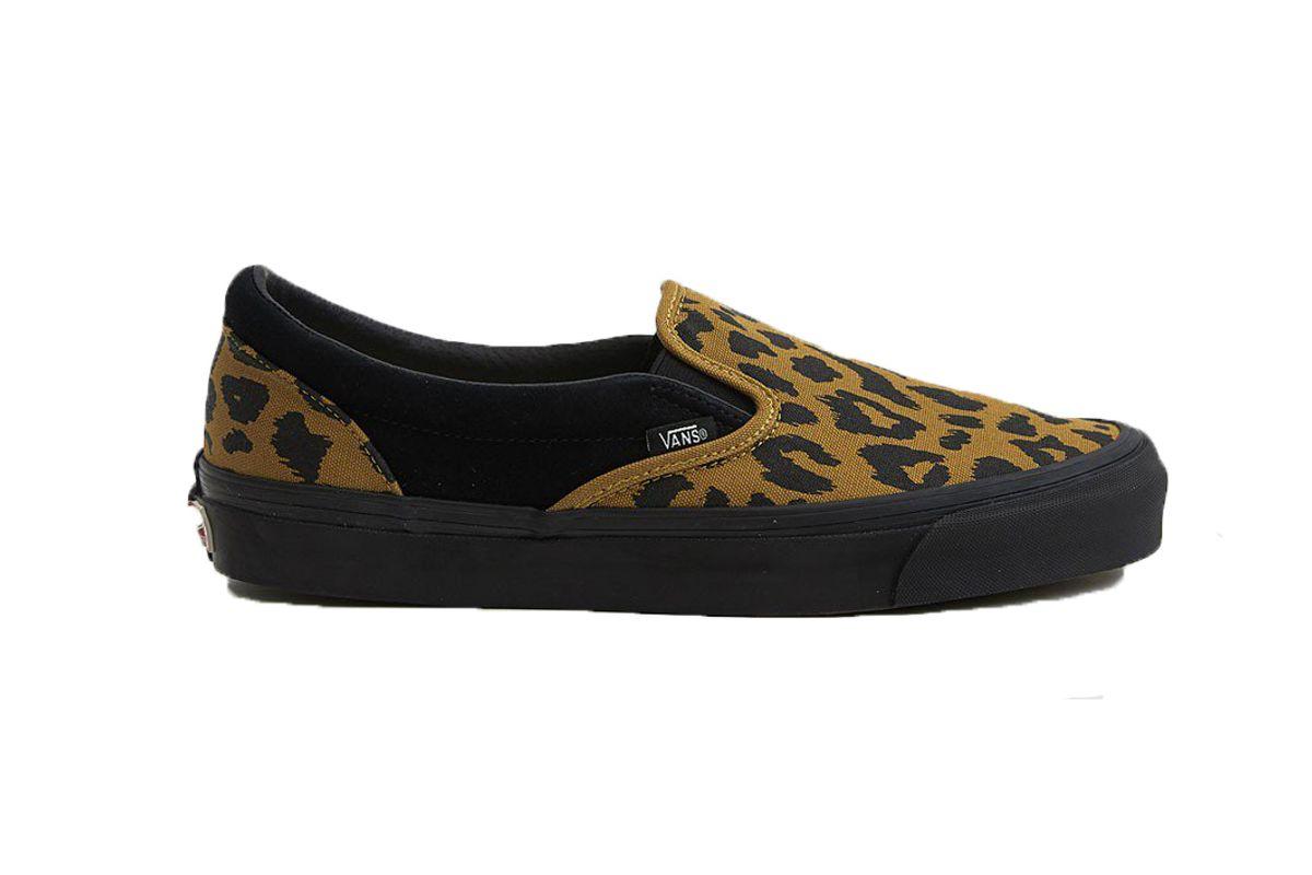 og classic slip on lx sneaker in leopard black