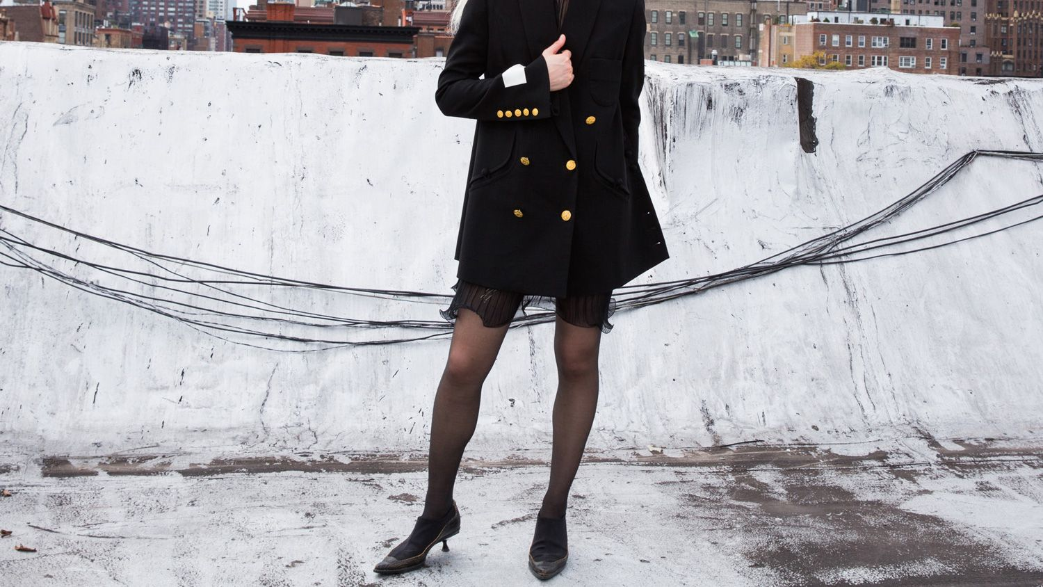 ways to make all black outfits less boring