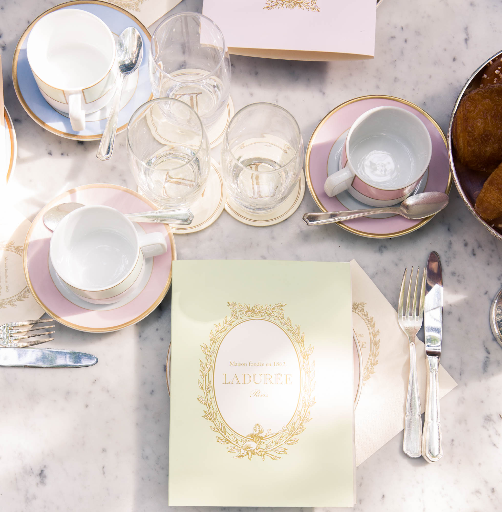 how to throw a chic baby shower for someone