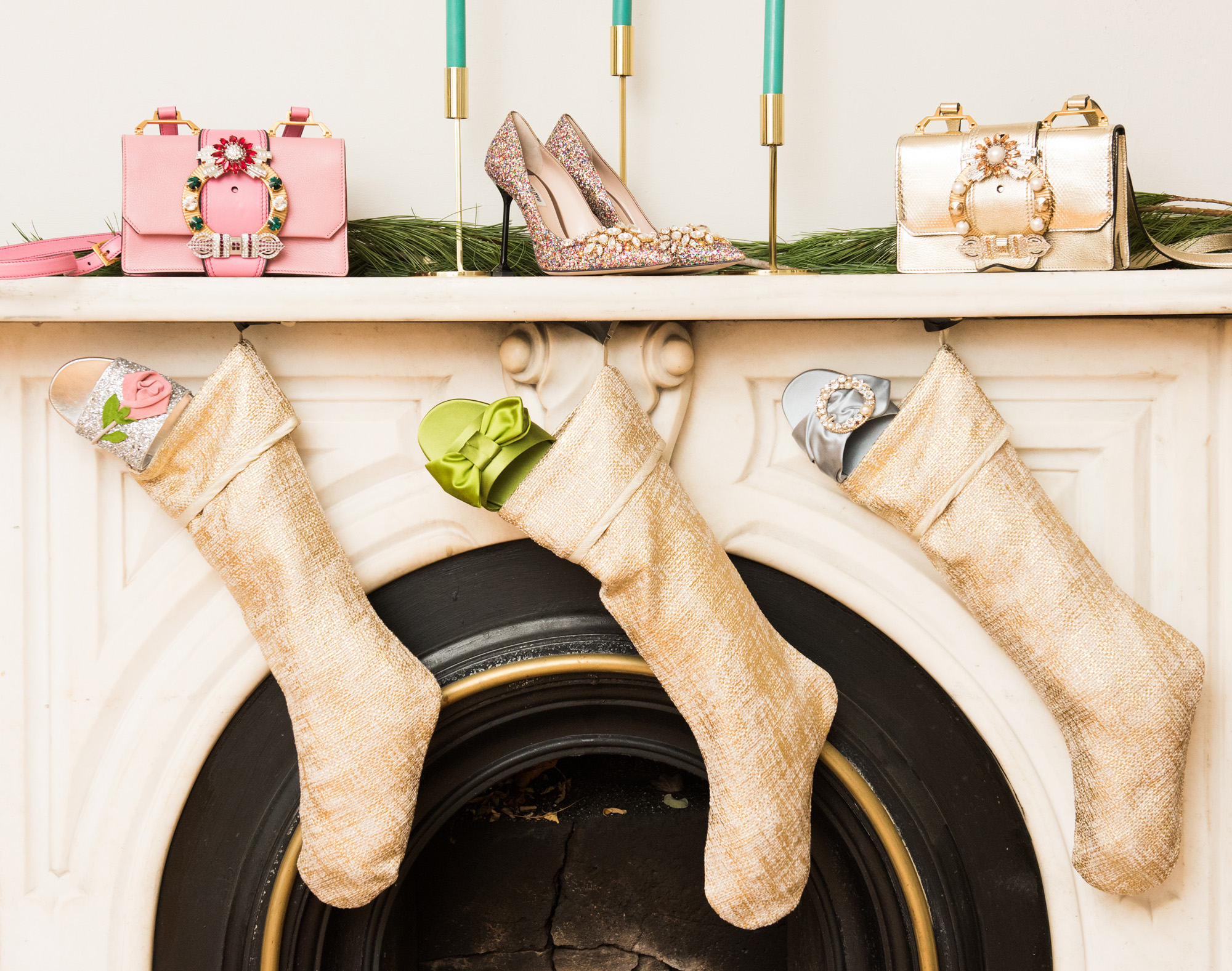 How to Decorate Your Home for the Holidays Using Fashion